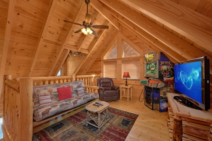 2 Bedroom Cabin with Game Room and TV - Creekside Hideaway