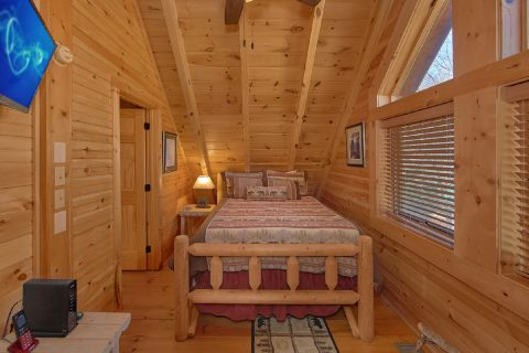 Cabin with King and Queen Bedrooms and Loft - Creekside Hideaway
