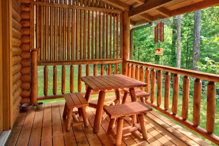 Luxurious Smoky Mountain Cabin on the creek - Creekside Hideaway