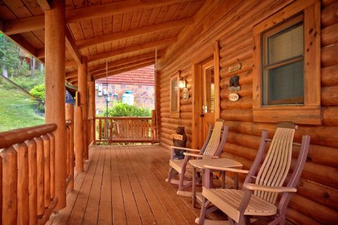 Cabins with Resort Pool and View of the River - Creekside Hideaway