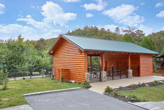 Cabin with Clubhouse and Swimming Pool - Creekside Hideaway