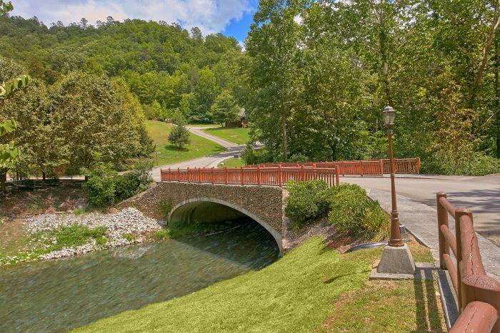 Premium Cabin in Smoky Mountain Ridge Resort - Creekside Hideaway