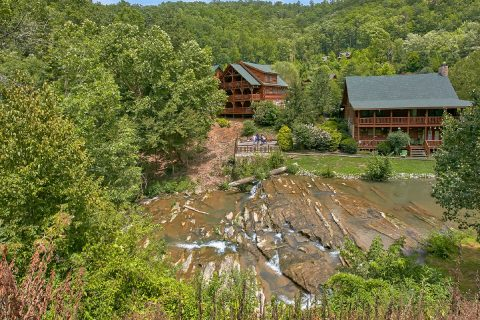 Cabin with Swimming pool and River access - Creekside Hideaway