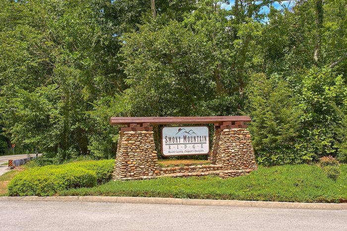 Smoky Mountain RIdge Resort Cabin and Pool - Creekside Hideaway
