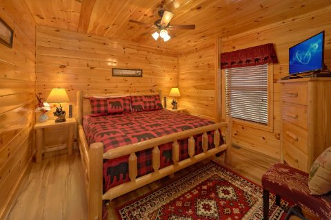 Spacious Cabin in Pigeon Forge with King Bed - Crosswinds