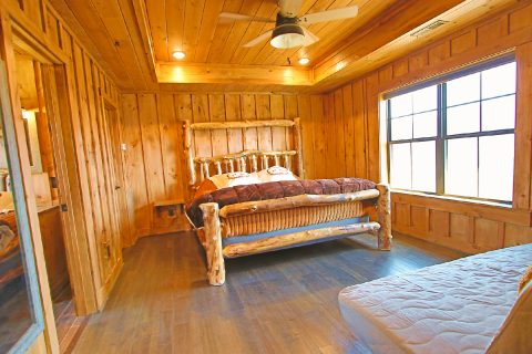 4 Bedroom 4.5 Bath Gatlinburg Sleeps 10 - Crown Chalet