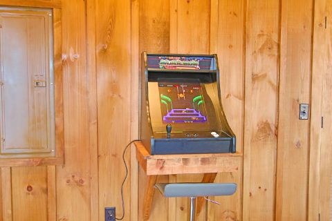 4 Bedroo Arcade Game, Shuffel Board, Card Table - Crown Chalet