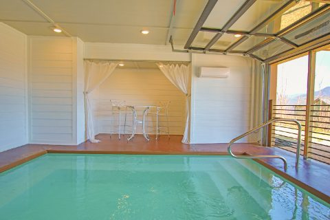 Luxury 4 Bedroom Cabin with Indoor Pool - Crown Chalet