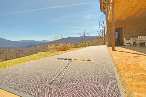 Outdoor Shuffel Board 4 Bedroom Sleeps 10 - Crown Chalet
