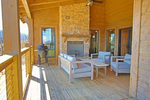 Outdoor Fireplace 4 Bedroom Sleeps 10 - Crown Chalet
