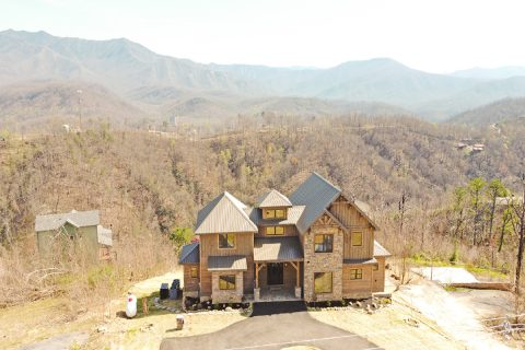 4 Bedroom 4.5 Bath 3 Story Vacation Home - Crown Chalet