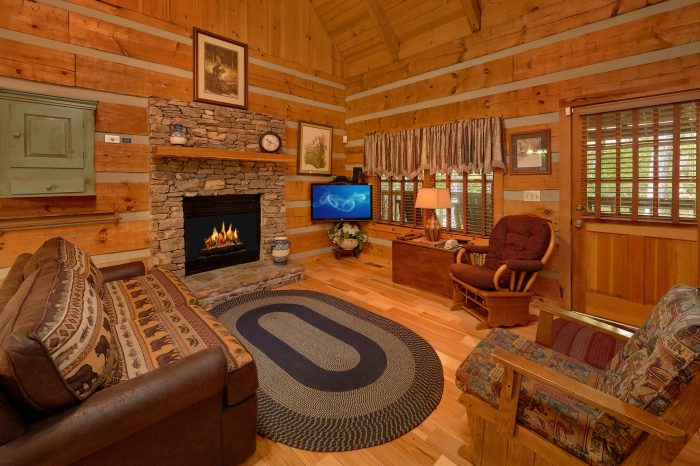 Rustic 1 Bedroom Cabin with a fireplace - Cuddle Creek Cabin