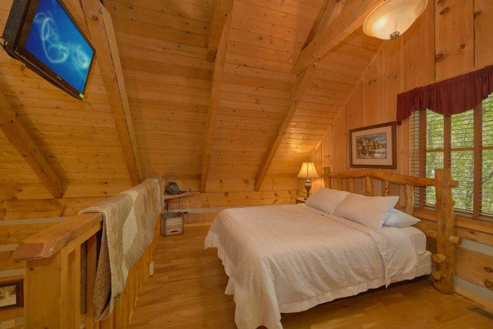 Wears Valley Cabin with a Loft Bedroom - Cuddle Creek Cabin