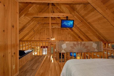 1 Bedroom Cabin with Queen bed and Jacuzzi - Cuddle Creek Cabin