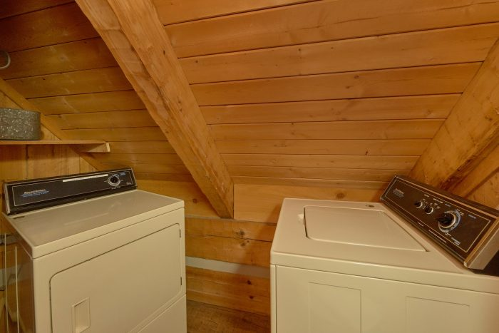 Spacious 1 bedroom cabin with washer and dryer - Cuddle Creek Cabin