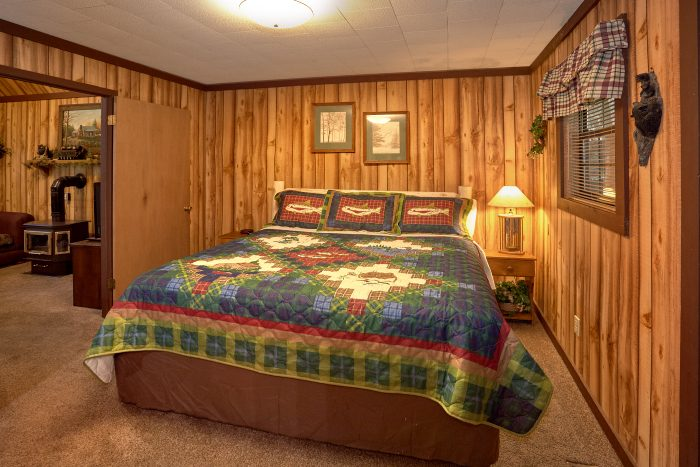 Rustic 1 Bedroom Cabin with King Bed - Cuddles