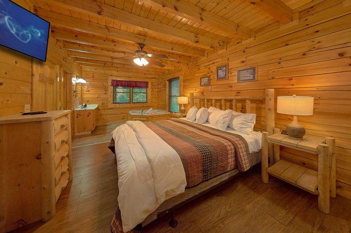 Cabin with King Bed on Top Floor - Cuddly Critters
