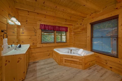Cabin with Queen Bedroom - Cuddly Critters