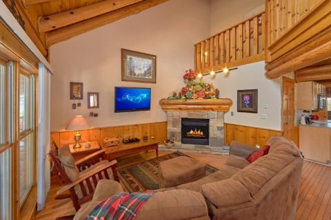 2 Bedroom Cabin in Pigeon Forge with Fireplace - Dainty's Digs