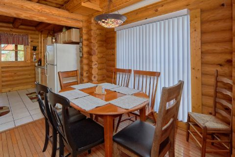 2 Bedroom Cabin Sleeps 8 with Dining Room - Dainty's Digs