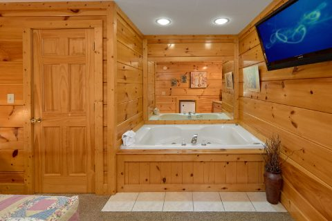 Pigeon Forge 2 Bedroom Cabin with 2 Jacuzzi's - Dainty's Digs