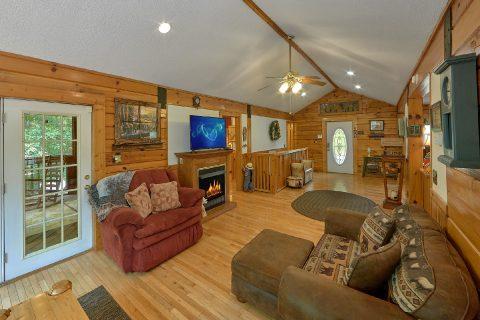 2 Bedroom 3 Bath Cabin Sleeps 6 - Dancing Bear VII