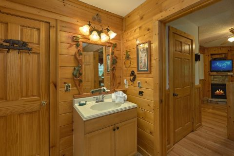 Master Suite Main Floor Bath Room - Dancing Bear VII