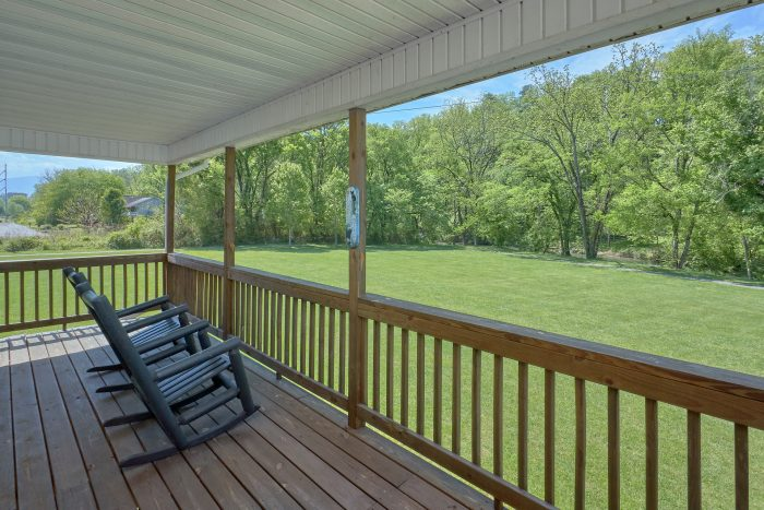 2 Bedroom Cabin with River Views from deck - Dancing Bears