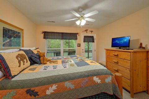 King Bedroom with private deck in cabin rental - Dancing Bears