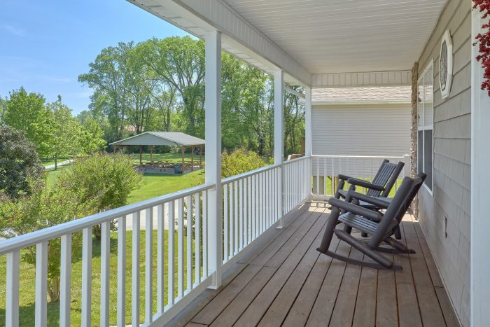 Vacation Home with picnic area on the river - Dancing Bears