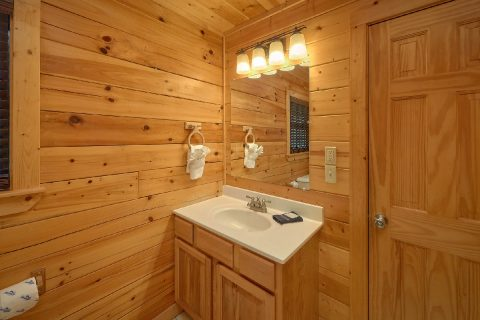 Cabin with Master Bedroom and Bath on main level - Deer To My Heart