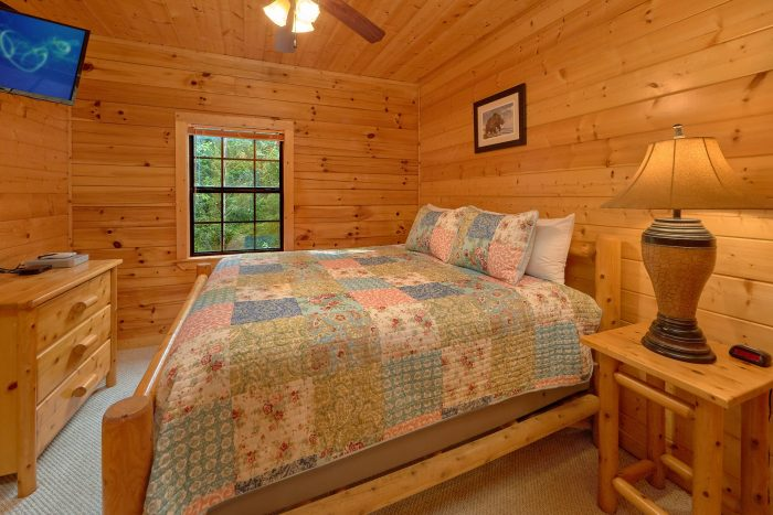 Rustic Cabin with 4 Private King Bedrooms - Deer To My Heart