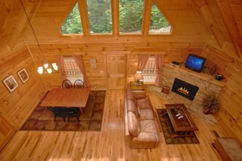 3 Bedroom Cabin with Living Area and Fireplace - Dew Drop Inn