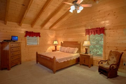 Rustic Cabin with Cozy King-size Bed - Dew Drop Inn