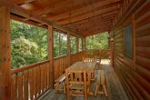 3 Bedroom Cabin with a Picnic Table on the Deck