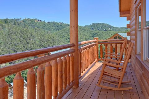 5 Bedroom Cabin with 2 Covered Decks - Dive Inn