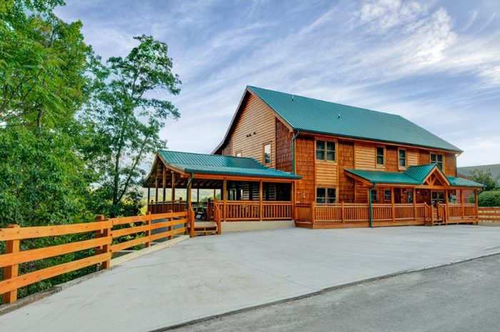 12 bedroom cabin with Mountain Views - Dream Maker Lodge