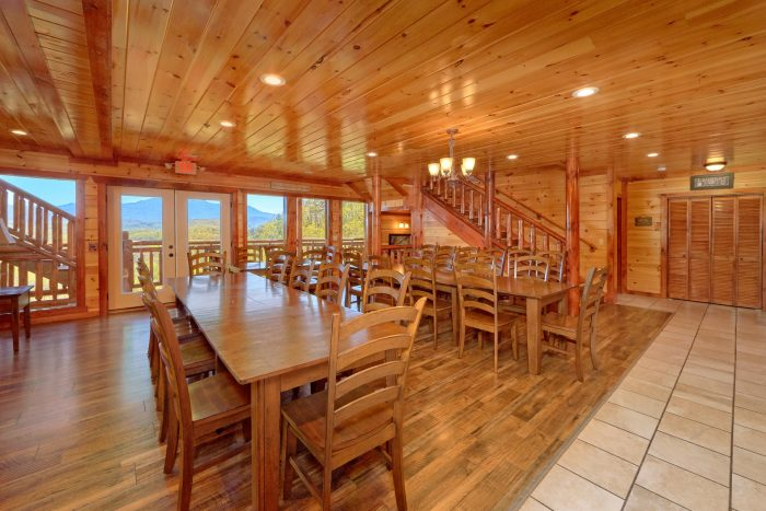 12 bedroom cabin with Dining area for 30 - Dream Maker Lodge