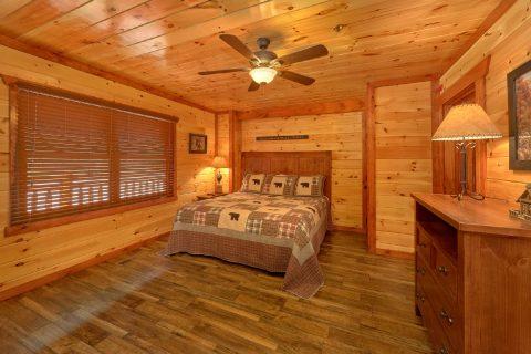 12 bedroom cabin with King Master bedroom - Dream Maker Lodge
