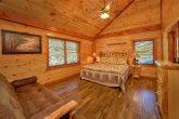 Luxury Cabin with 11 King beds and 11 futons