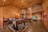 Luxurious 12 bedrom cabin with a pool table