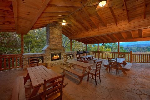 12 Bedroom Cabin with 2 hot tubs and Fire Pit - Dream Maker Lodge