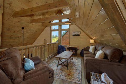 Top Floor Loft 4 Bedroom Cabin Sleeps 14 - Dream Mountain Cove