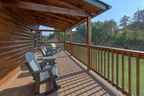 Comfortable Outdoor Seating 4 Bedroom Cabin - Dream Mountain Cove