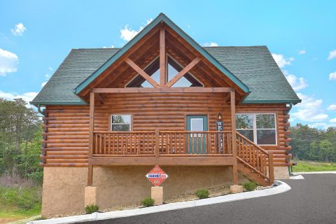 Pave Parking 4 Bedroom Cabin Sleeps 14 - Dream Mountain Cove