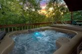 1 bedroom Honeymoon Cabin with Private Hot Tub