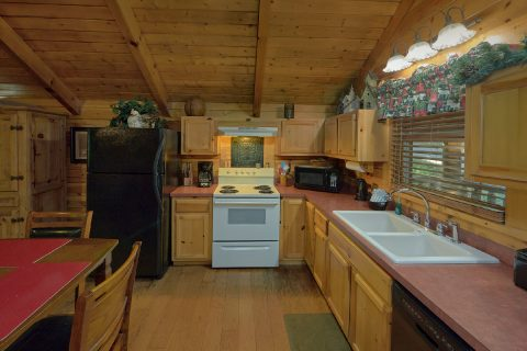 Fully furnished kitchen in 1 bedroom cabin - Dreamweaver