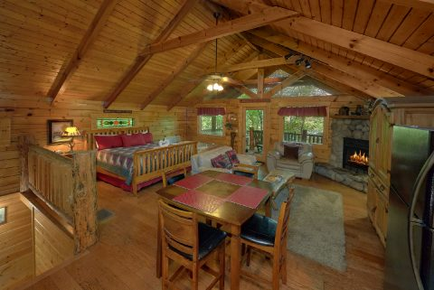 Rustic cabin with King bed, kitchen and hot tub - Dreamweaver