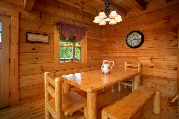 Luxury Cabin with Full Size Dining Area - Eagle's Crest
