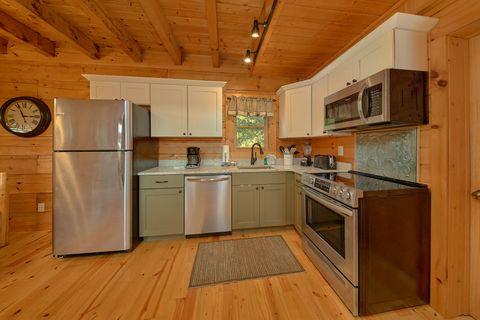 Cabin with Main floor King Bedroom - Eagle's Crest